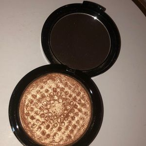 Makeup forever highlighter